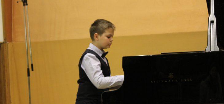 Ивайло Василев – пиано