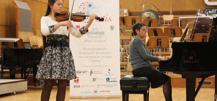 Ива Маринова, цигулка