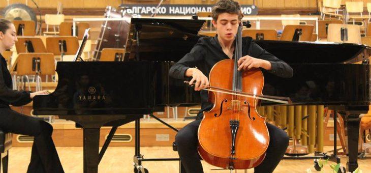 Сион Найман – виолончело